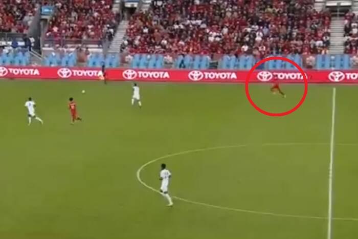 Alphonso Davies ruszył do piłki jak sprinter! Kapitalny rajd i gol piłkarza Bayernu Monachium [WIDEO]