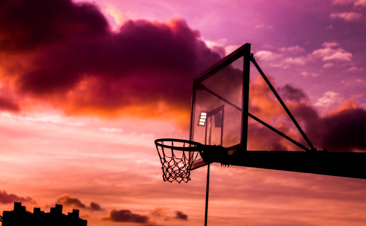 Analiza koszykówki - oczekiwanie końca spotkania