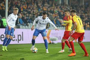 Piłkarz Lecha Poznań udawał... psa. Film trafił do sieci, kibice zażądali wyjaśnień [WIDEO]