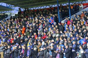 """Rumuni przerażeni stadionem narodowym Islandii. Islandczycy odpierają zarzuty. """"Taki mamy klimat w Europie"""""""