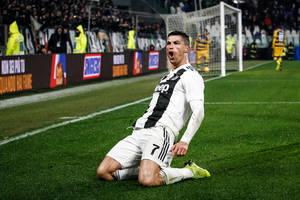 """Sarri rozpływa się nad Cristiano Ronaldo. """"Dziękuję jego matce za stworzenie takiego okazu"""""""